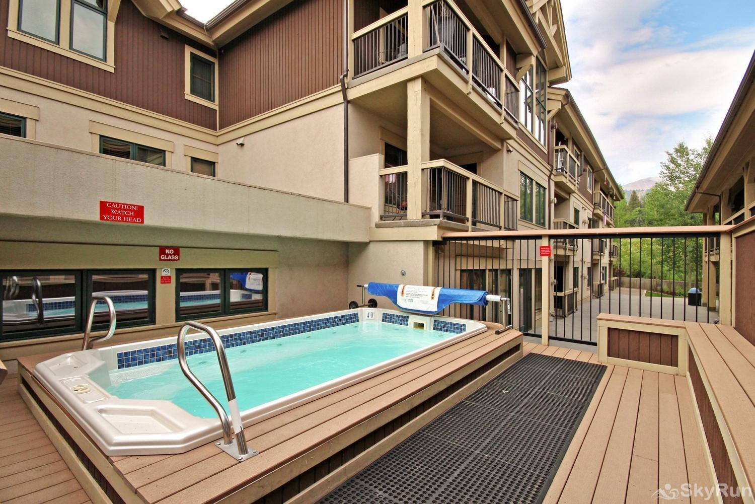 Riverbend 111 Outdoor heated pool