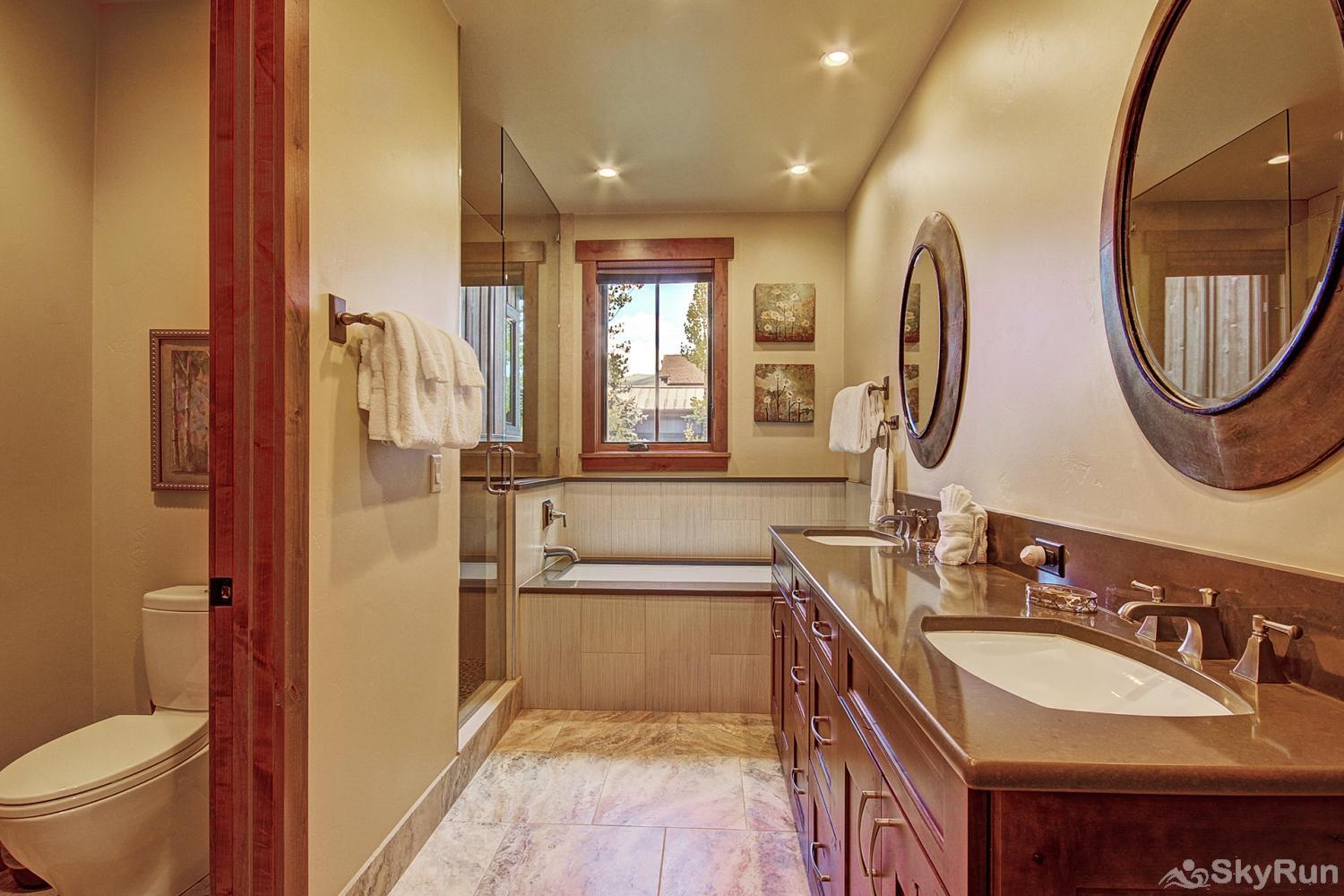 The Shores Lodge Main level king master ensuite 5 piece bath