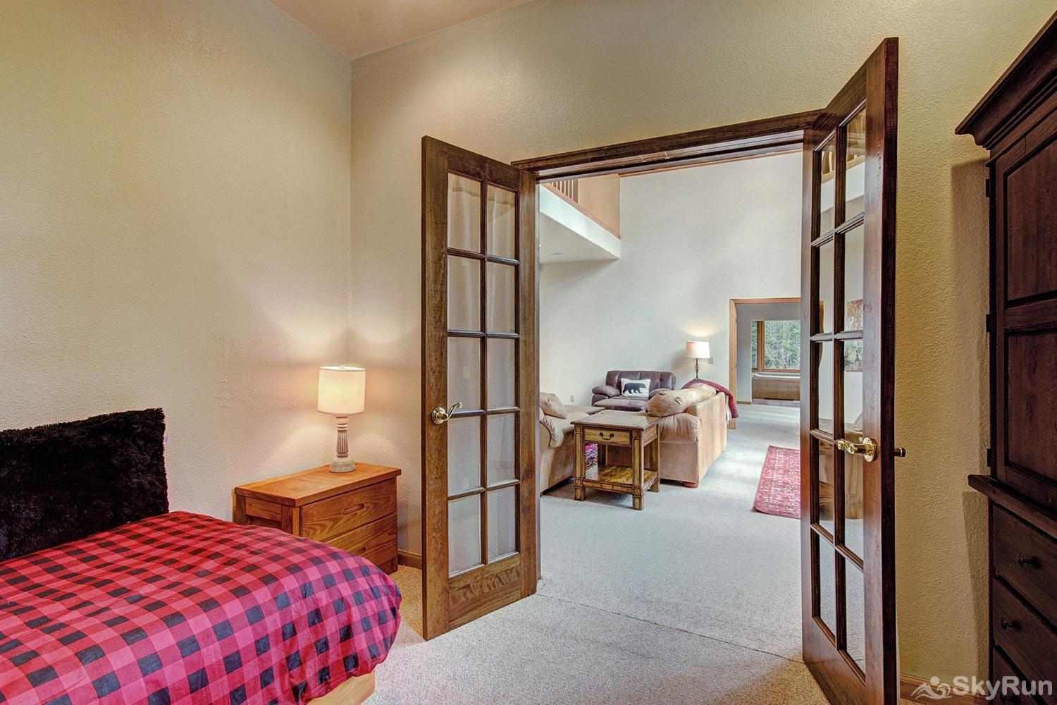 Secret Trail Lodge 5th bedroom with single twin bed