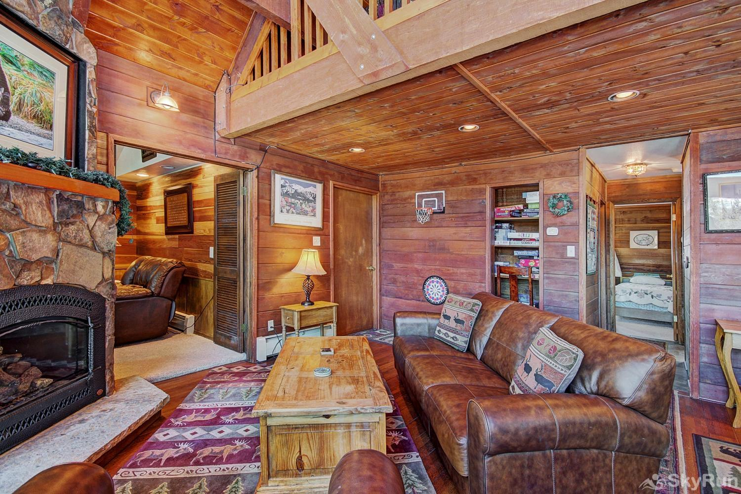 Summit View Chalet Spacious living room with lofted ceiling