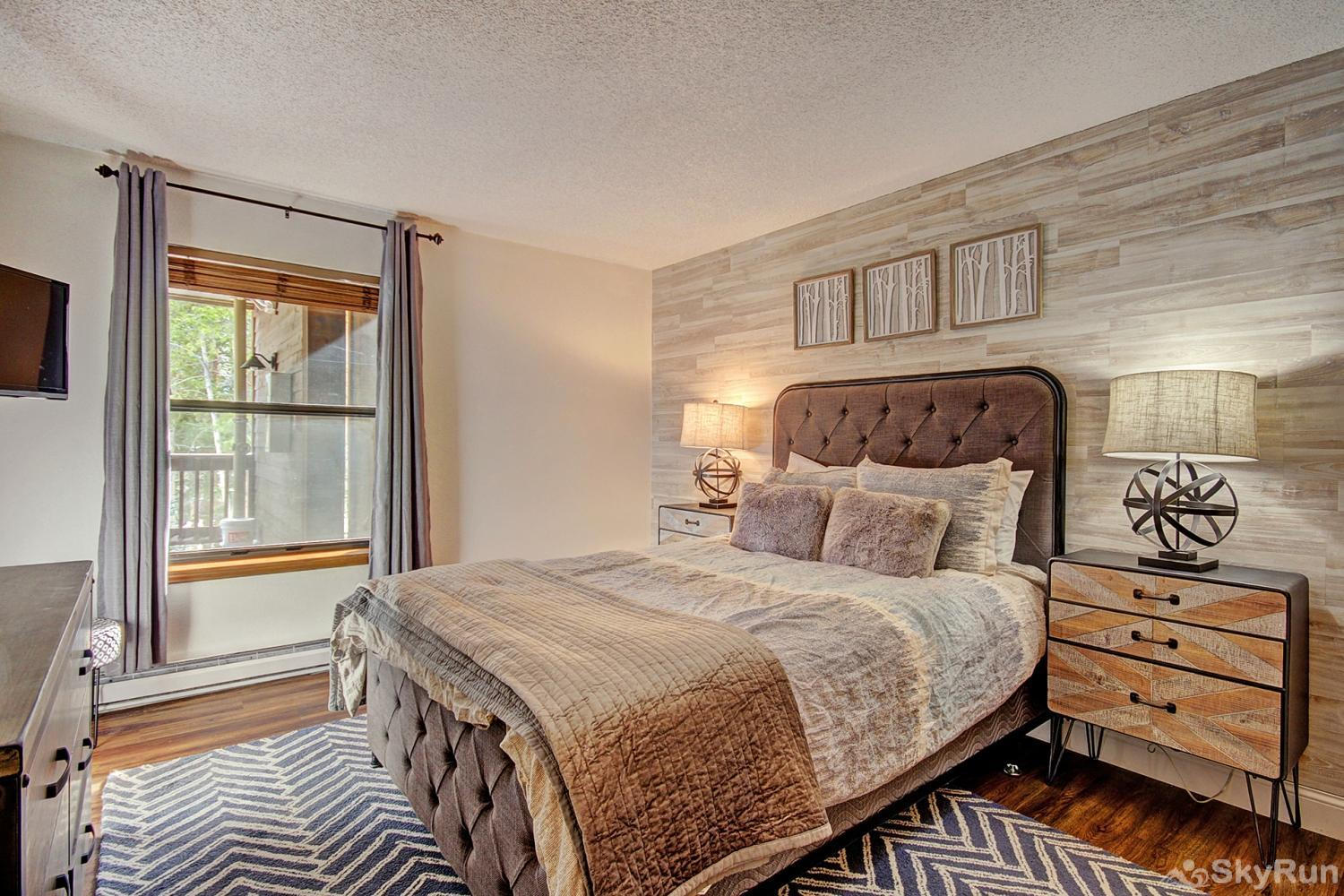 Tyra Summit A2E/F First queen master suite with flat screen TV and ensuite bath