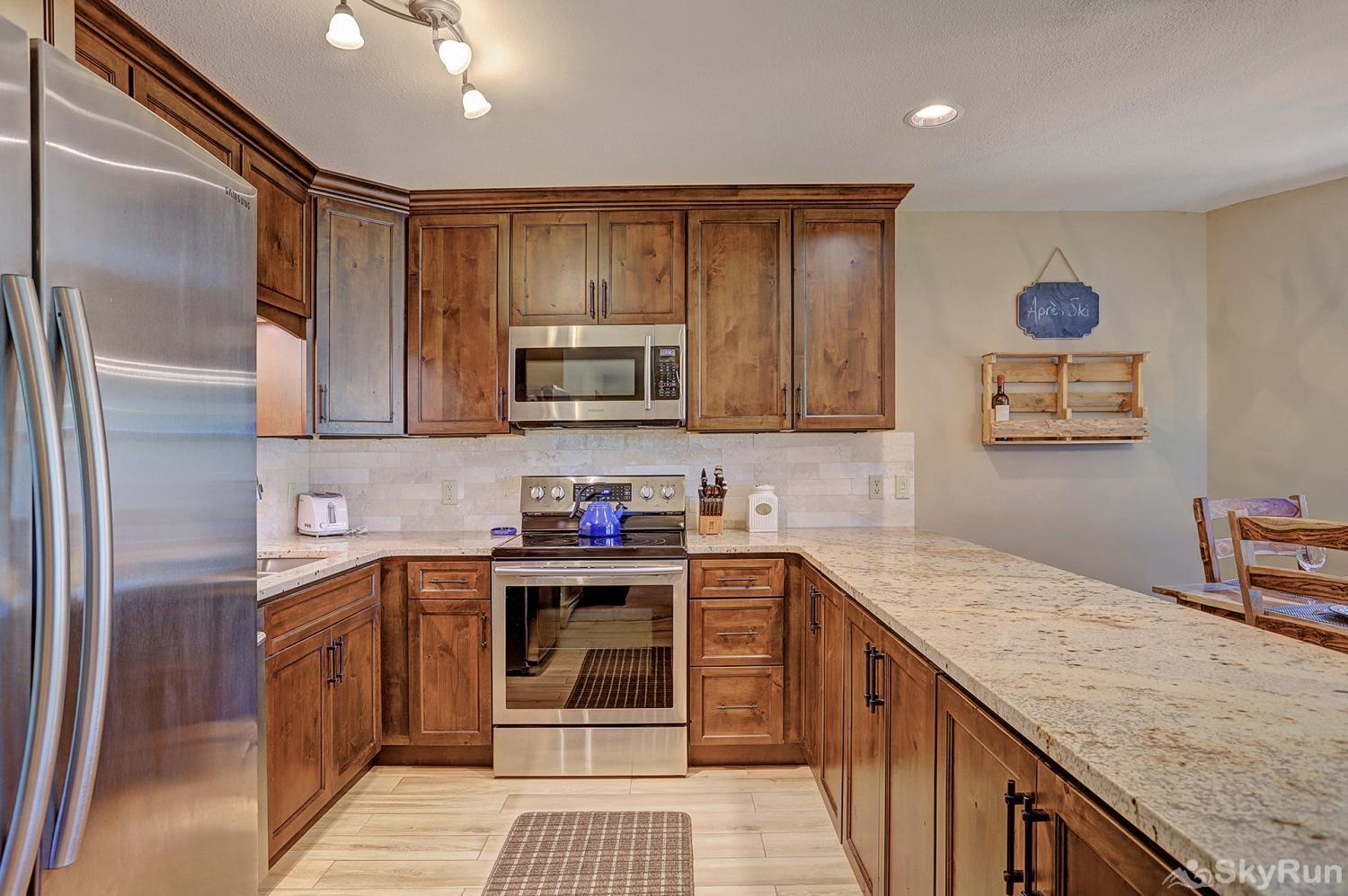 Tyra Summit A2A Fully equipped kitchen updated with stainless steel appliances